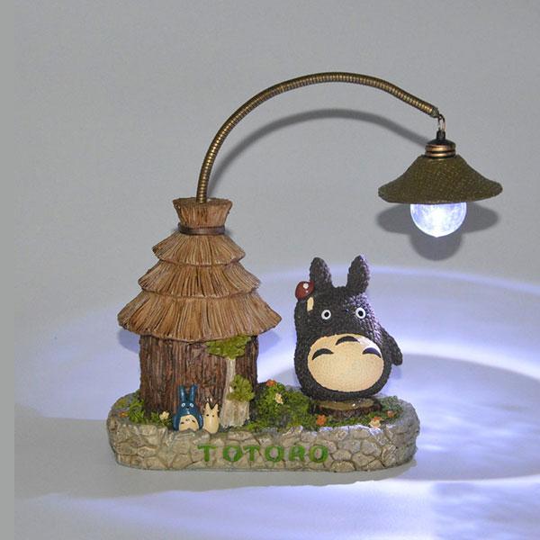 Figura-Totoro-con-luz-encendida